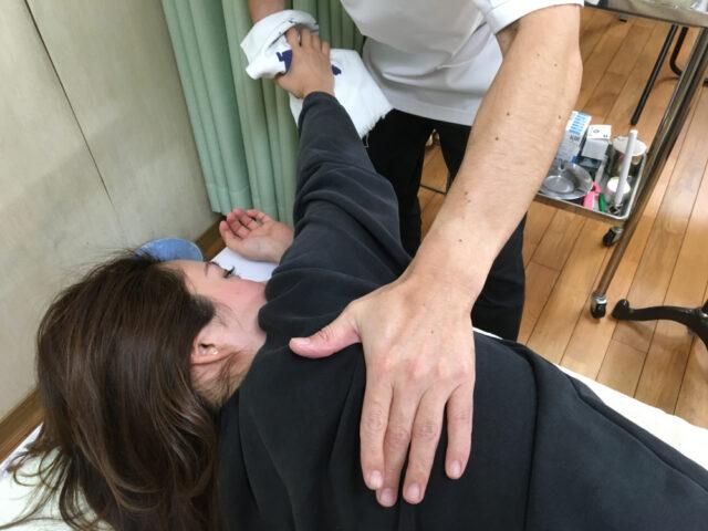 肩甲骨の操体法